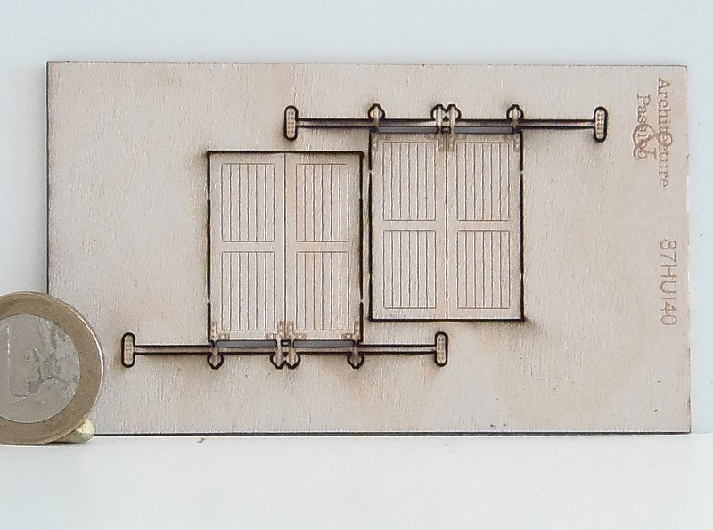 2 portes en bois ferm es sur glissi re. Black Bedroom Furniture Sets. Home Design Ideas