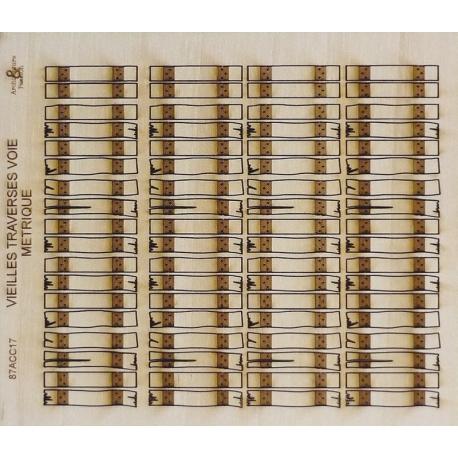 Ensemble 72 vieilles traverses en bois voie métrique (-HO-)