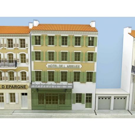 """IMMEUBLE DE VILLAGE POUR FOND DE DECOR (FDD) """"HOTEL DE L'ARRIVEE"""" -COTE SUD- (-HO-)"""
