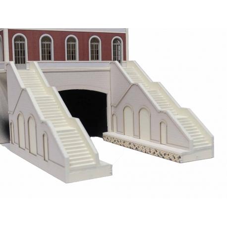 """Escaliers, entrée de tunnel, quais """"Petite Ceinture"""" (-HO-)"""